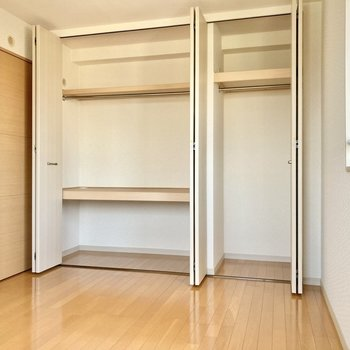 収納も壁一面にあってかなり大容量です!(※写真は3階の反転間取り別部屋のものです)