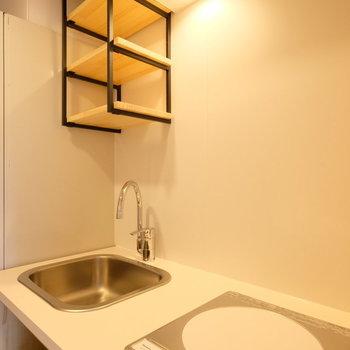 オリジナルデザインのシステムキッチン※同間取りの別部屋です。
