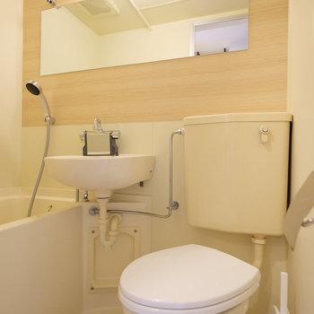 清潔感のある水回り◎鏡も大きいです※同間取りの別部屋です。