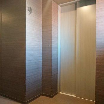 エレベーターで上り下りしましょう。