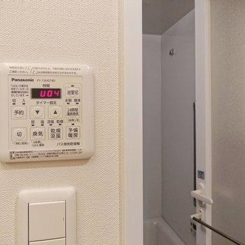 浴室乾燥機は雨の日などに役立ちます。※写真は9階の同間取り別部屋のものです