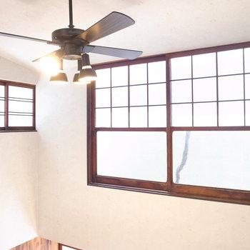 【3階 ベッドルーム】窓はどれもレトロですてき!この一角、いいな〜!