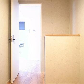 【2階 収納②】こちらには台があります。