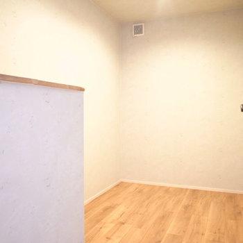 【2階 収納②】居室ほどの広さがありますよ!なんでも収納できるからどうしようか迷うな〜>