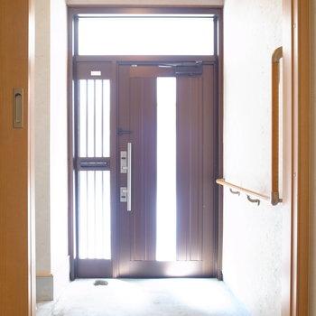 【1階】玄関があります!たたきはいさぎよくコンクリート!