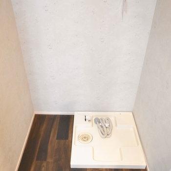 【1階】洗濯機置き場は棚を置ける広さがあります。