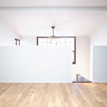 【3階 ベッドルーム】ファンライトで空気の流れを作れるから、寝室にしても問題なさそう。