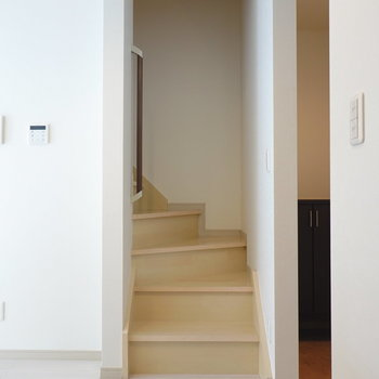 お風呂と洗面台は階段を上がって2階に。(※写真は同間取り別部屋のものです)