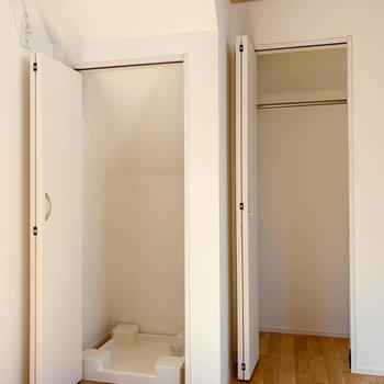 洗濯機置き場とクローゼットは隣り合って。