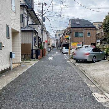 お部屋近くの通り。周辺は閑静な住宅街です。