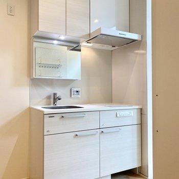 ホワイトの上品な印象のキッチン。
