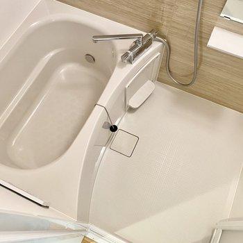 洗い場と浴槽共にゆったりめ。