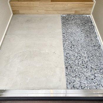 タタキ部分はコンクリとアスファルトのような材質。