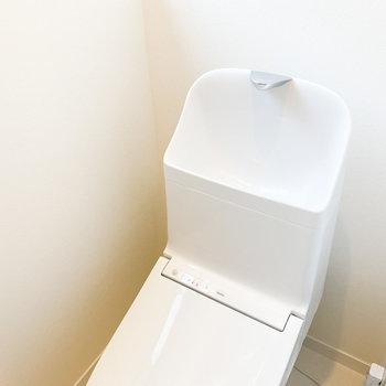 タンク式のトイレです