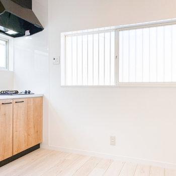 【DK】窓があるのでキッチン周りも明るいです
