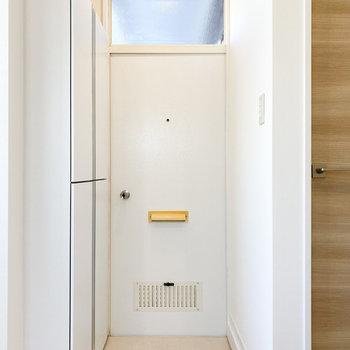 お部屋に溶け込む色の玄関ドア