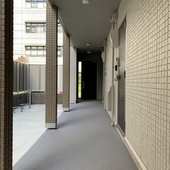 こちらは共用廊下です。