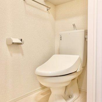 温水洗浄付きの個室トイレです。