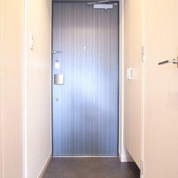 ゆったりとした玄関。※写真は10階同間取り・別部屋のものです
