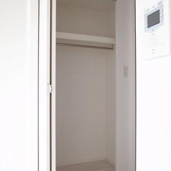 ひとりぶんのお洋服ならしっかり入ります。※写真は10階同間取り・別部屋のものです