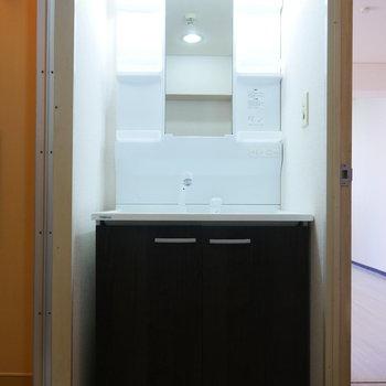 独立洗面台(※写真は7階の同間取り別部屋のものです)