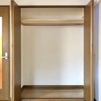 大容量サイズです。中にカラーボックスを入れても使いやすそう。※写真は1階の同間取り別部屋のものです