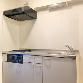 グリル付きのキッチンです。※写真は1階の同間取り別部屋のものです