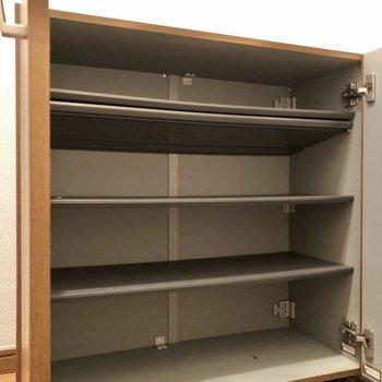 高さ調節可能なシューズボックスです。※写真は1階の同間取り別部屋のものです