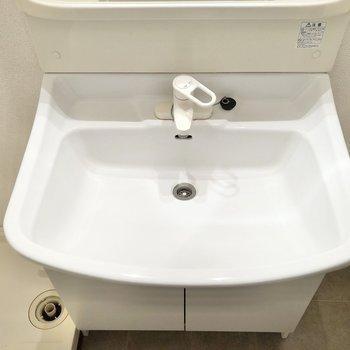 手も洗いやすいですね。※写真は1階の同間取り別部屋のものです