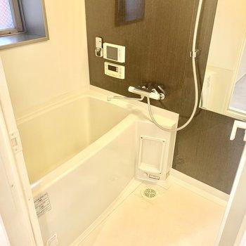 お風呂にはテレビが付いてました!(※写真は2階の反転間取り別部屋のものです)