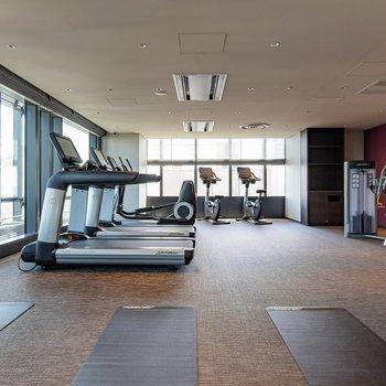 【共用部】19階のフィットネスルームで気分転換に体を動かすのも良さそうですよ。