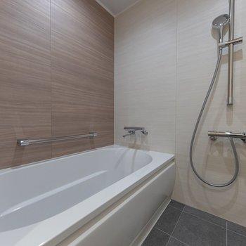 浴室はゆったりとしたサイズに。