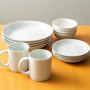 シンプルデザインの食器も用意されています。