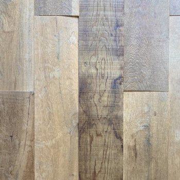 無垢床特有の足触りが心地良いです。