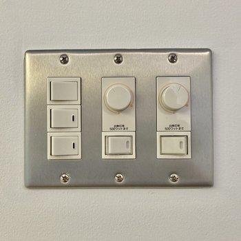 照明はつまみで明るさの微調整ができますよ。