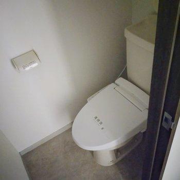 トイレはウォシュレット付きで快適◎