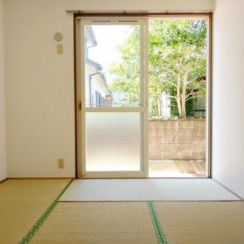 リビング横の和室は6帖。エアコンも設置できます。
