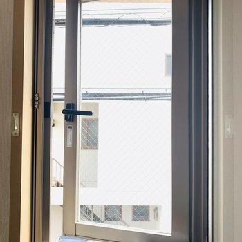 窓は換気程度にお使いください。