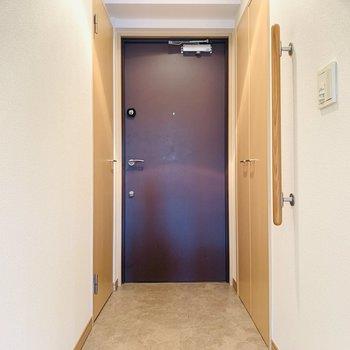 広々とフラットな玄関スペース。