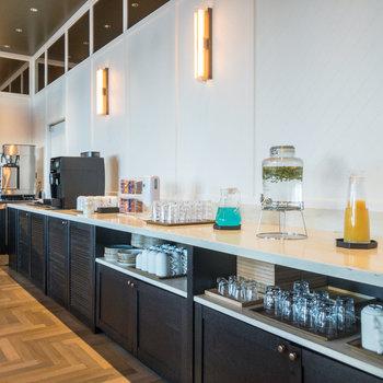 【共用部】オリジナルレモネードやコーヒー、スナックなどが用意されています。