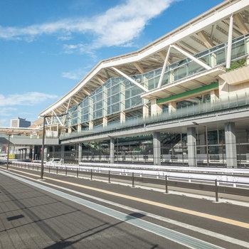 高輪ゲートウェイ駅です。2020年3月に開業したばかりなのでピカピカ。