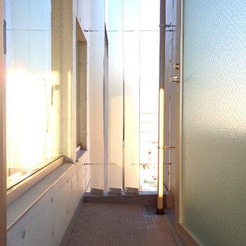 バルコニーは2箇所あります(※写真は10階反転間取り別部屋のものです)