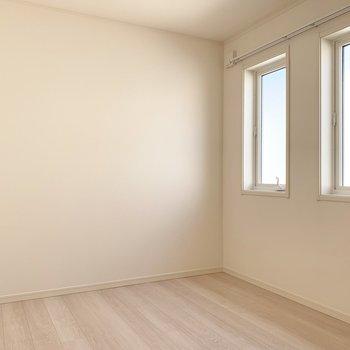 真ん中の5.2帖の洋室は書斎として使っても良さそう!