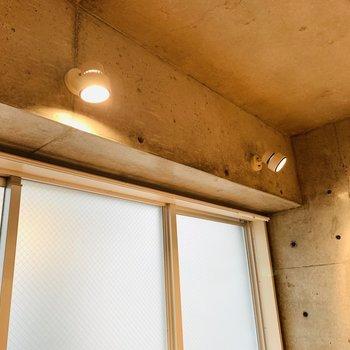 スポットライトの照明も雰囲気合って素敵ですよね。(※写真は6階の同間取り別部屋のものです)
