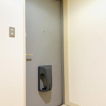 スッキリとした玄関スペース。(※写真は6階の同間取り別部屋のものです)