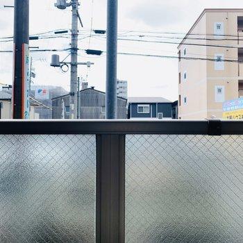 視線ガードのスモークガラスがあるため、眺望はほぼ望めません。