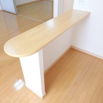 カウンターは調理スペースとしても使えて便利。(※写真は9階の同間取り別部屋のものです)