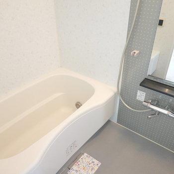 お風呂も綺麗でつい長風呂してしまいそう。(※写真は9階の同間取り別部屋のものです)