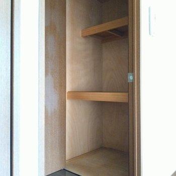 収納スペース!日用品や衣装ケースも入りそう◎(※写真は2階同間取り別部屋のものです)