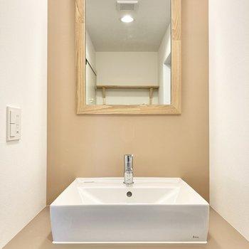 独立洗面台もお部屋の雰囲気に合わせたデザインです♪